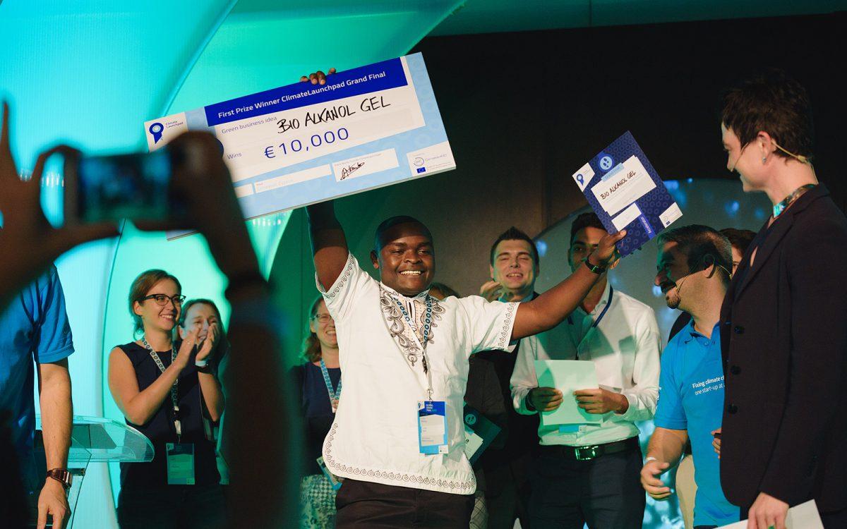 Winnaars cheque Climate Launchpad voor duurzame en groene ideeën