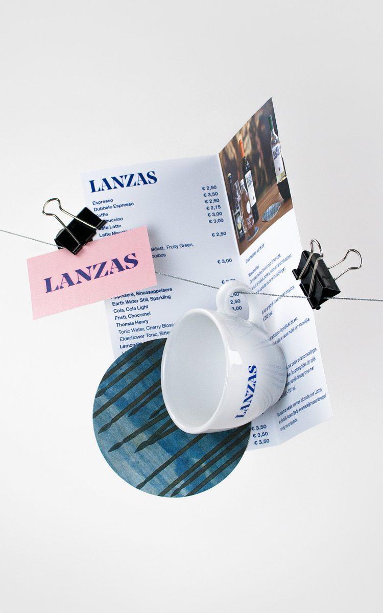 Communicatieset met menukaart visitekaartje en koffiekop voor Lanzas café Stedelijk Museum Breda